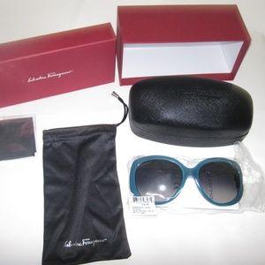 Salvatore Ferragamo Round Sunglasses SF721SL